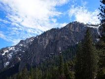 Sneeuwberg in Yosemite Stock Afbeeldingen