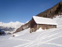 Sneeuwbergchalet royalty-vrije stock foto's