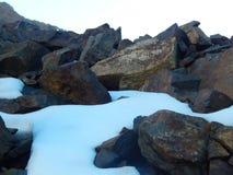 Sneeuwbergen door Weg 120 stock fotografie