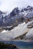 Sneeuwbergen en klippen Royalty-vrije Stock Foto
