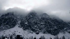 Sneeuwbergen - Intro van de Winter stock videobeelden