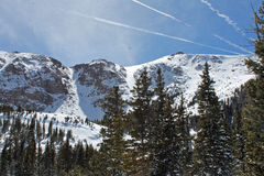 Sneeuwbergen na een luchtparade Stock Fotografie