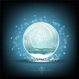 Sneeuwbol met de winter boslandschap op blauw Royalty-vrije Stock Foto's
