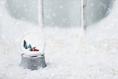 Sneeuwbol met Toy Truck royalty-vrije stock afbeeldingen