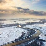 Sneeuwdag op de rivier, hoogste mening Stock Afbeelding