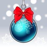 Sneeuwende de winterachtergrond met het hangen van Kerstmisbal, boog en sneeuwvlokken Vector beeld Stock Foto's