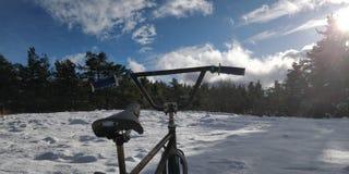 Sneeuwfiets stock afbeelding