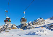 Sneeuwfort in de toevlucht van de bergenski - Innsbruck Oostenrijk stock foto's