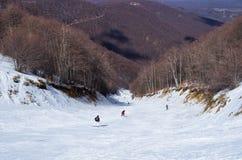 Sneeuwhelling in 3-5 Pigadia skicentrum, Naoussa, Griekenland Stock Foto's
