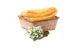 Sneeuwklokje en handdoek in de mand. Stock Fotografie