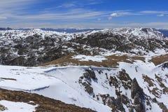 Sneeuwlaag bij Blauwe de Sneeuwberg van Shika van de Maanvallei in Shangri- Stock Afbeeldingen