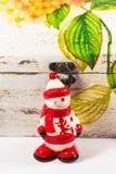 Sneeuwman, de ster van de Kerstman, klok en houten doos, concept Vrolijke Kerstmis en Gelukkig Nieuwjaar Royalty-vrije Stock Foto's