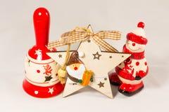 Sneeuwman, de ster van de Kerstman, klok en houten doos, concept Vrolijke Kerstmis en Gelukkig Nieuwjaar Stock Foto