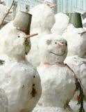Sneeuwman de winter in openlucht in noordelijke stad royalty-vrije stock afbeelding