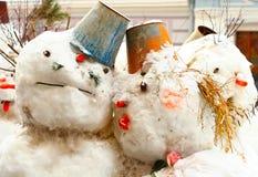 Sneeuwman de winter in openlucht in noordelijke stad royalty-vrije stock foto's