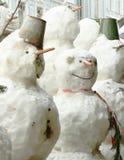 Sneeuwman in de winter in openlucht in noordelijke stad stock afbeelding
