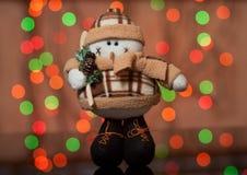 Sneeuwman - een stuk speelgoed van Kerstmis op een spar Stock Foto