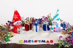 Sneeuwman en giftdoos op Kerstmis Stock Foto