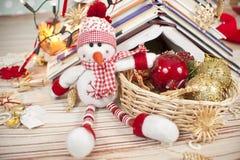 Sneeuwman en Kerstmisdecoratie Stock Foto
