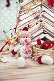 Sneeuwman en Kerstmisdecoratie Stock Foto's