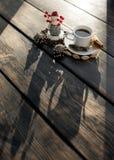 Sneeuwman en kop van koffie Stock Afbeelding