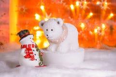 Sneeuwman met ijsbeer, Gelukkig Nieuwjaar 2017, Kerstmis Royalty-vrije Stock Afbeeldingen