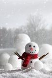 Sneeuwman met winterse achtergrond Royalty-vrije Stock Foto's