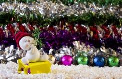Sneeuwman in rode hoed Royalty-vrije Stock Foto