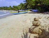 Sneeuwman van zand wordt gemaakt dat Royalty-vrije Stock Fotografie
