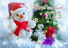 Sneeuwmannen sneeuwval De gelukkige kaart van de Nieuwjaargroet Royalty-vrije Stock Fotografie