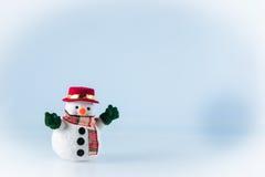 Sneeuwmantribune op witte achtergrond Stock Fotografie