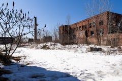Sneeuwochtend - de Verlaten Rubberfabriek van de Republiek - Youngstown, Ohio stock foto's