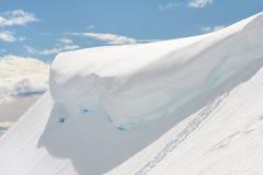 Sneeuwoverhangend gedeelte, MT Regenachtiger, Washington stock fotografie