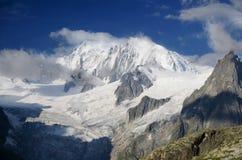 Sneeuwpiek van Mont Blanc in Franse Alpen met verse sneeuw Stock Foto's