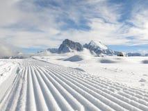 Sneeuwploeg in Dolomiet stock afbeelding