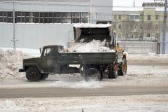 Sneeuwploegen op de straten Royalty-vrije Stock Afbeelding