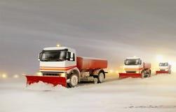 Sneeuwploegvrachtwagens die de Sneeuw verwijderen Stock Afbeelding