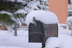 sneeuwpostbox - brievenbus Royalty-vrije Stock Afbeeldingen
