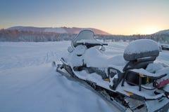 Sneeuwscooter in Levi, Finland wordt geparkeerd dat Royalty-vrije Stock Foto's