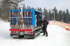 Sneeuwscooterbus stock afbeeldingen