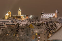 Sneeuwstad door nacht-Nuremberg-Duitsland royalty-vrije stock foto