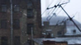 Sneeuwstorm in de stad stock video