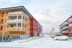 Sneeuwstraat in de wintertijd Stock Afbeelding