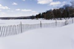Sneeuwstrandomheining royalty-vrije stock afbeelding