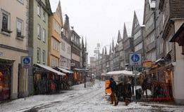 Sneeuwval in de oude stad Herborn, Duitsland Stock Foto's