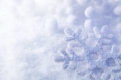Sneeuwvlok in de sneeuw stock foto