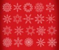 Sneeuwvlok die op rood wordt geplaatst Royalty-vrije Stock Afbeeldingen