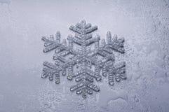 Sneeuwvlok met dalingen Royalty-vrije Stock Foto's