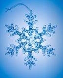 Sneeuwvlok op blauwe achtergrond royalty-vrije stock foto