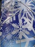 Sneeuwvlok op blauwe (verticale) achtergrond Royalty-vrije Stock Afbeelding